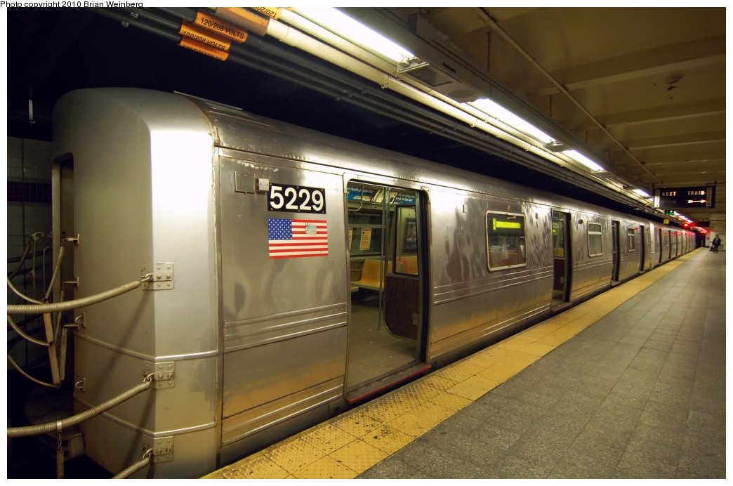 (224k, 1044x692)<br><b>Country:</b> United States<br><b>City:</b> New York<br><b>System:</b> New York City Transit<br><b>Line:</b> IND 8th Avenue Line<br><b>Location:</b> 207th Street <br><b>Route:</b> A<br><b>Car:</b> R-44 (St. Louis, 1971-73) 5229 <br><b>Photo by:</b> Brian Weinberg<br><b>Date:</b> 3/18/2010<br><b>Notes:</b> Note this car has a stainless steel belly band.<br><b>Viewed (this week/total):</b> 0 / 1115