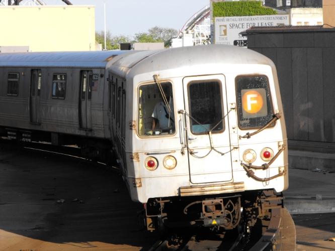 (233k, 666x500)<br><b>Country:</b> United States<br><b>City:</b> New York<br><b>System:</b> New York City Transit<br><b>Location:</b> Coney Island/Stillwell Avenue<br><b>Route:</b> F<br><b>Car:</b> R-46 (Pullman-Standard, 1974-75)  <br><b>Photo by:</b> John Dooley<br><b>Date:</b> 2009<br><b>Viewed (this week/total):</b> 1 / 892
