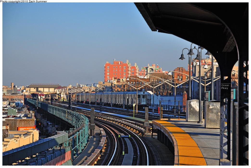 (298k, 1044x700)<br><b>Country:</b> United States<br><b>City:</b> New York<br><b>System:</b> New York City Transit<br><b>Line:</b> BMT Brighton Line<br><b>Location:</b> Ocean Parkway <br><b>Route:</b> B Layup<br><b>Car:</b> R-32 (Budd, 1964)  3611 <br><b>Photo by:</b> Zach Summer<br><b>Date:</b> 1/14/2010<br><b>Viewed (this week/total):</b> 0 / 1382