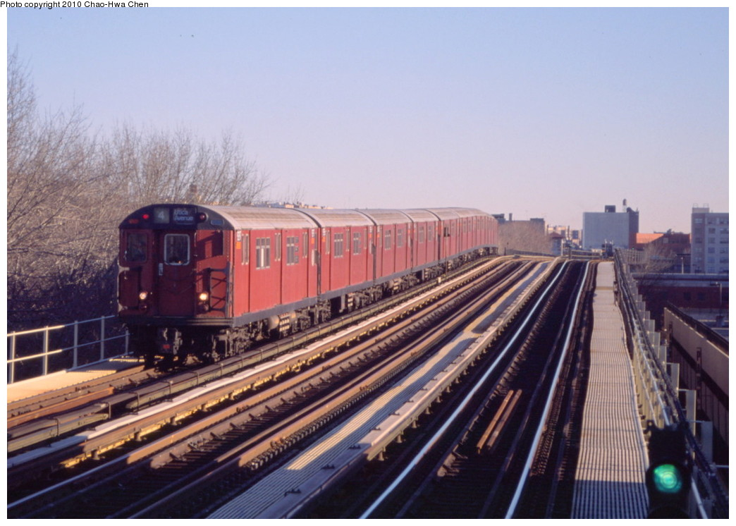 (183k, 1044x746)<br><b>Country:</b> United States<br><b>City:</b> New York<br><b>System:</b> New York City Transit<br><b>Line:</b> IRT Woodlawn Line<br><b>Location:</b> 161st Street/River Avenue (Yankee Stadium) <br><b>Route:</b> 4<br><b>Car:</b> R-33 Main Line (St. Louis, 1962-63) 9297 <br><b>Photo by:</b> Chao-Hwa Chen<br><b>Date:</b> 3/6/2000<br><b>Viewed (this week/total):</b> 1 / 1100