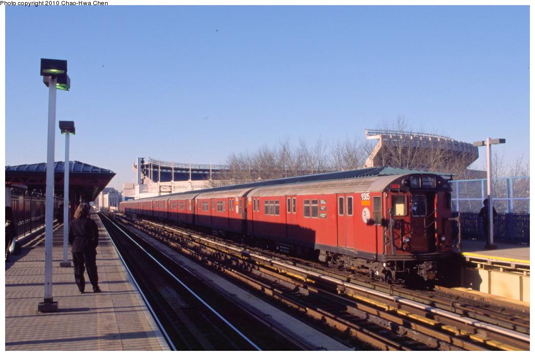 (171k, 1044x695)<br><b>Country:</b> United States<br><b>City:</b> New York<br><b>System:</b> New York City Transit<br><b>Line:</b> IRT Woodlawn Line<br><b>Location:</b> 161st Street/River Avenue (Yankee Stadium) <br><b>Route:</b> 4<br><b>Car:</b> R-33 Main Line (St. Louis, 1962-63) 9305 <br><b>Photo by:</b> Chao-Hwa Chen<br><b>Date:</b> 3/6/2000<br><b>Viewed (this week/total):</b> 2 / 1229