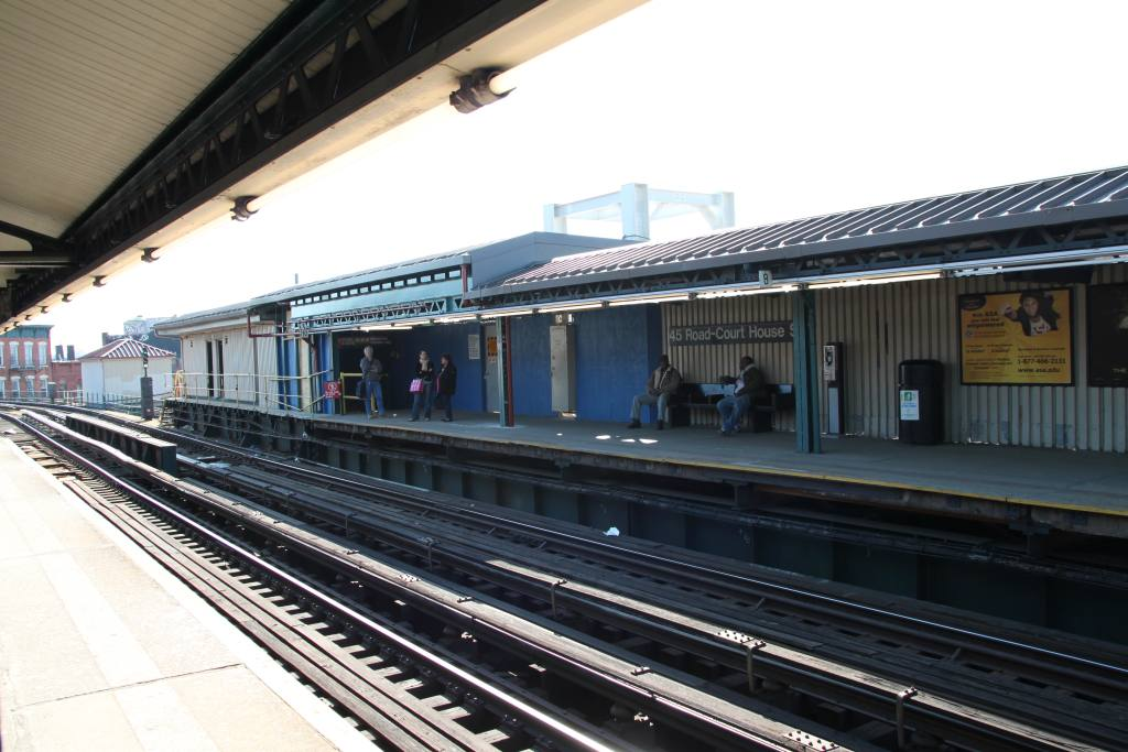 (110k, 1024x683)<br><b>Country:</b> United States<br><b>City:</b> New York<br><b>System:</b> New York City Transit<br><b>Line:</b> IRT Flushing Line<br><b>Location:</b> Court House Square/45th Road <br><b>Photo by:</b> Robbie Rosenfeld<br><b>Date:</b> 3/8/2010<br><b>Notes:</b> Transfer construction.<br><b>Viewed (this week/total):</b> 3 / 1425