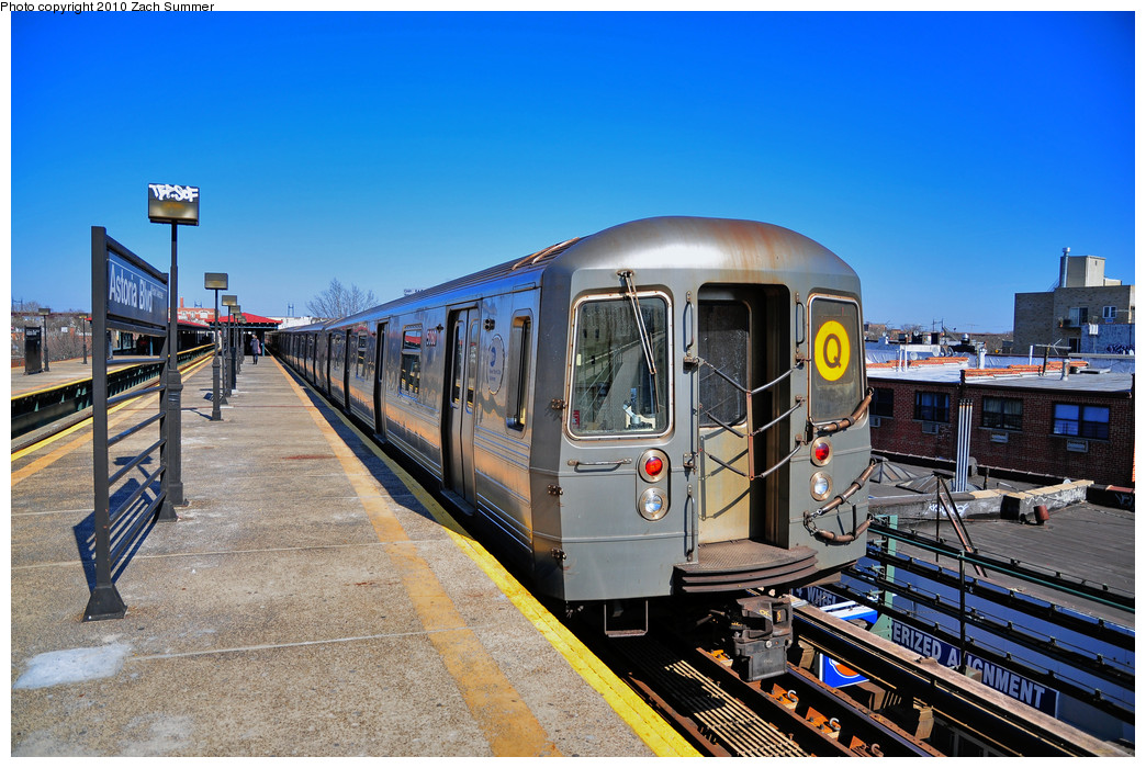 (296k, 1044x700)<br><b>Country:</b> United States<br><b>City:</b> New York<br><b>System:</b> New York City Transit<br><b>Line:</b> BMT Astoria Line<br><b>Location:</b> Astoria Boulevard/Hoyt Avenue <br><b>Route:</b> Q<br><b>Car:</b> R-68A (Kawasaki, 1988-1989)  5080 <br><b>Photo by:</b> Zach Summer<br><b>Date:</b> 3/7/2010<br><b>Notes:</b> Q Trains extended from 57 St/7 Av to Ditmars Blvd<br><b>Viewed (this week/total):</b> 0 / 1137