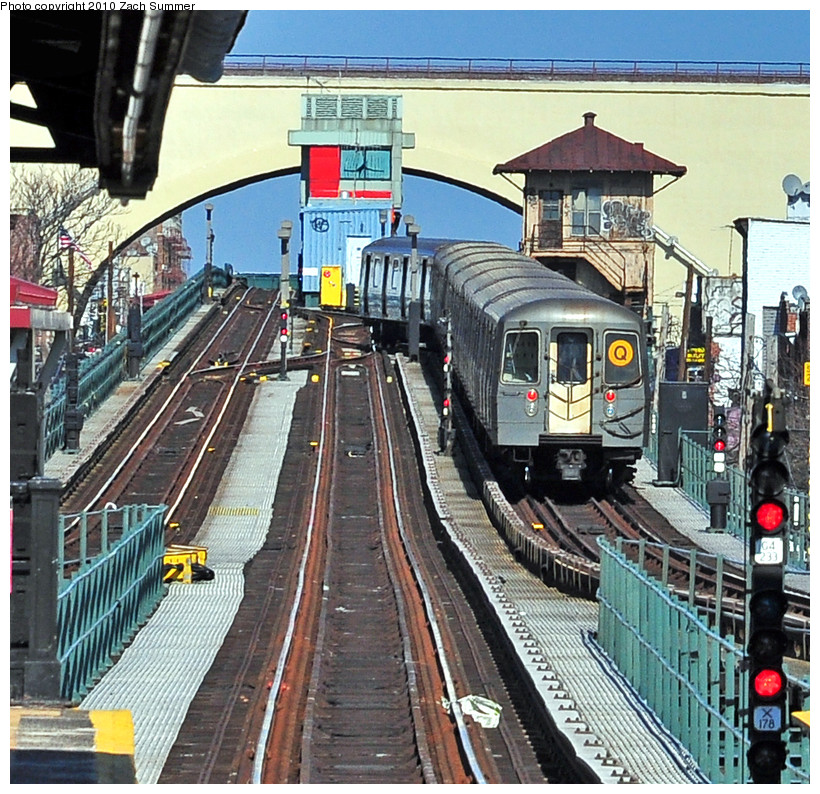 (312k, 820x794)<br><b>Country:</b> United States<br><b>City:</b> New York<br><b>System:</b> New York City Transit<br><b>Line:</b> BMT Astoria Line<br><b>Location:</b> Astoria Boulevard/Hoyt Avenue <br><b>Route:</b> Q<br><b>Car:</b> R-68A (Kawasaki, 1988-1989)  5176 <br><b>Photo by:</b> Zach Summer<br><b>Date:</b> 3/7/2010<br><b>Notes:</b> Q Trains Extended from 57 St/7 Av to Ditmars Blvd<br><b>Viewed (this week/total):</b> 0 / 2271