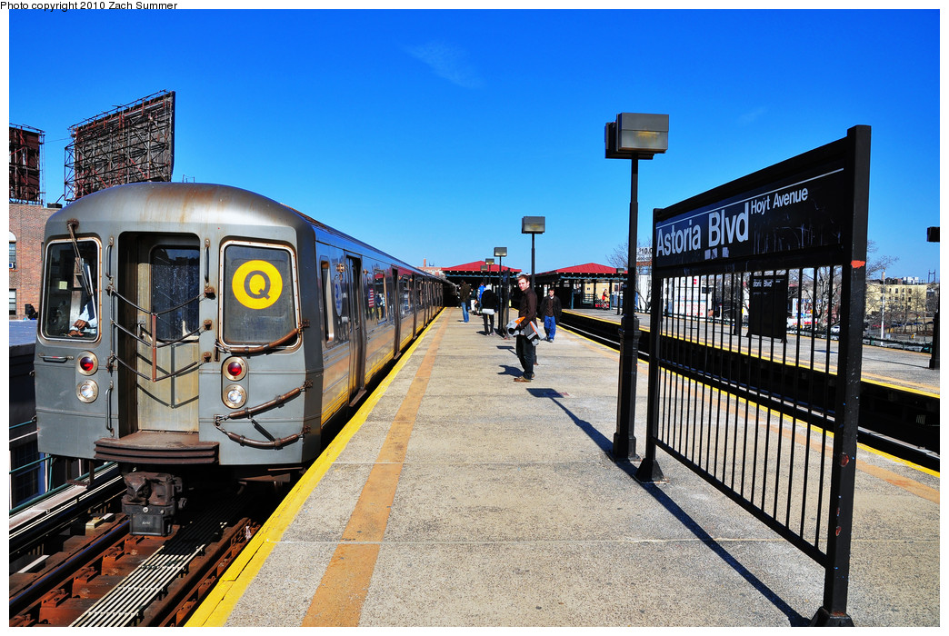 (322k, 1044x700)<br><b>Country:</b> United States<br><b>City:</b> New York<br><b>System:</b> New York City Transit<br><b>Line:</b> BMT Astoria Line<br><b>Location:</b> Astoria Boulevard/Hoyt Avenue <br><b>Route:</b> Q<br><b>Car:</b> R-68A (Kawasaki, 1988-1989)  5176 <br><b>Photo by:</b> Zach Summer<br><b>Date:</b> 3/7/2010<br><b>Notes:</b> Q Trains Extended from 57 St/7 Av to Ditmars Blvd<br><b>Viewed (this week/total):</b> 0 / 1577