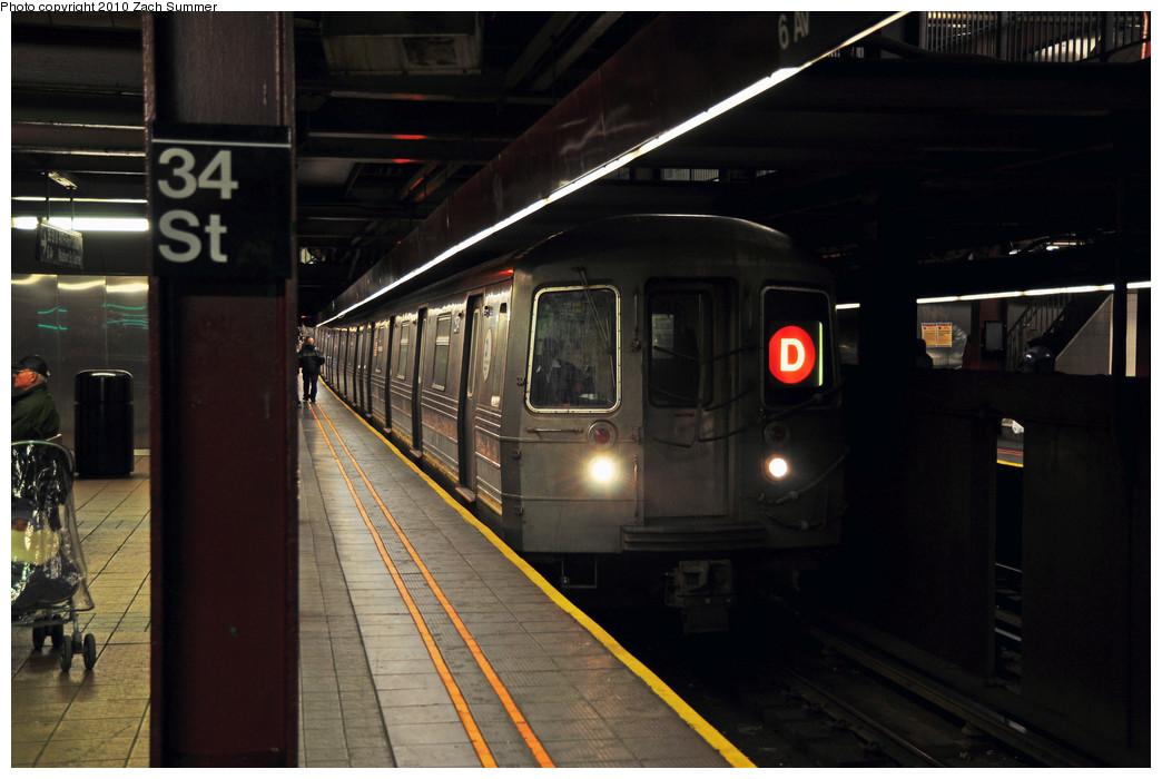 (203k, 1044x700)<br><b>Country:</b> United States<br><b>City:</b> New York<br><b>System:</b> New York City Transit<br><b>Line:</b> IND 6th Avenue Line<br><b>Location:</b> 34th Street/Herald Square <br><b>Route:</b> D<br><b>Car:</b> R-68 (Westinghouse-Amrail, 1986-1988)  2574 <br><b>Photo by:</b> Zach Summer<br><b>Date:</b> 3/7/2010<br><b>Notes:</b> D Train Service split between 34 St & Pacific St<br><b>Viewed (this week/total):</b> 1 / 1498