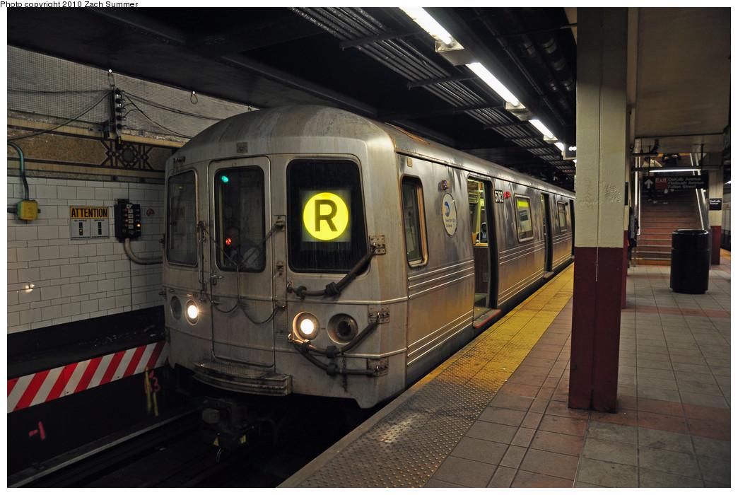(236k, 1044x700)<br><b>Country:</b> United States<br><b>City:</b> New York<br><b>System:</b> New York City Transit<br><b>Location:</b> DeKalb Avenue<br><b>Route:</b> R<br><b>Car:</b> R-46 (Pullman-Standard, 1974-75) 5762 <br><b>Photo by:</b> Zach Summer<br><b>Date:</b> 3/7/2010<br><b>Notes:</b> Re-Routed over the Manhattan Bridge from Canal St<br><b>Viewed (this week/total):</b> 0 / 2080