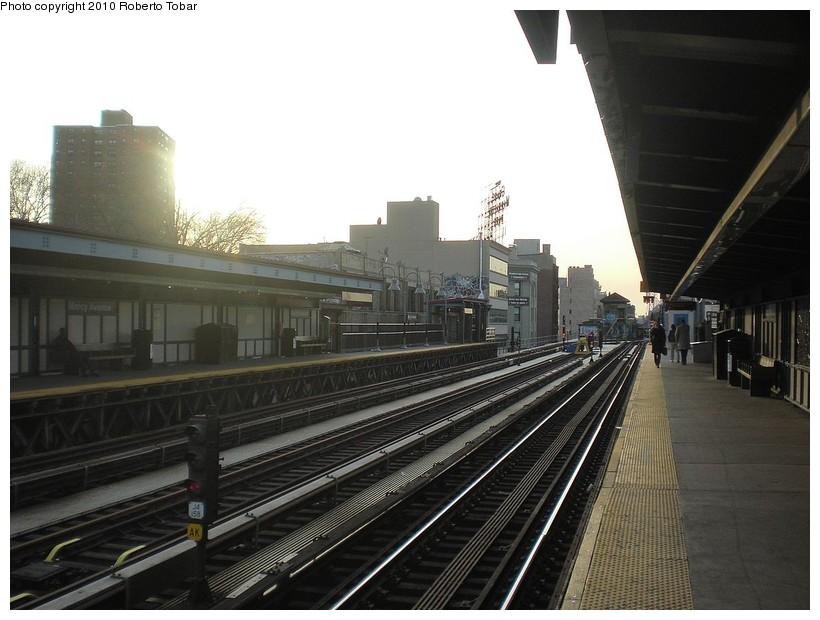 (155k, 820x620)<br><b>Country:</b> United States<br><b>City:</b> New York<br><b>System:</b> New York City Transit<br><b>Line:</b> BMT Nassau Street/Jamaica Line<br><b>Location:</b> Marcy Avenue <br><b>Photo by:</b> Roberto C. Tobar<br><b>Date:</b> 3/27/2010<br><b>Notes:</b> Station view.<br><b>Viewed (this week/total):</b> 0 / 740