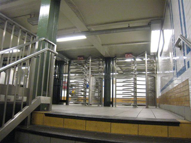 (60k, 640x480)<br><b>Country:</b> United States<br><b>City:</b> New York<br><b>System:</b> New York City Transit<br><b>Line:</b> IRT West Side Line<br><b>Location:</b> 116th Street/Columbia University <br><b>Photo by:</b> David Blair<br><b>Date:</b> 4/1/2008<br><b>Viewed (this week/total):</b> 1 / 1219