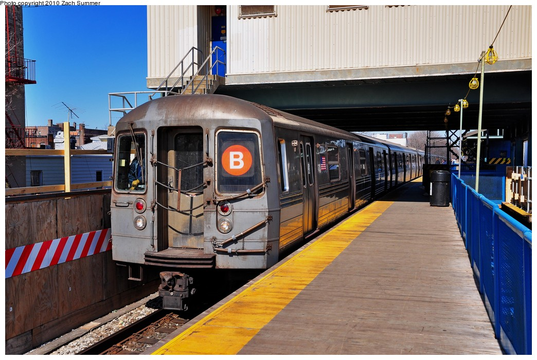 (240k, 1044x700)<br><b>Country:</b> United States<br><b>City:</b> New York<br><b>System:</b> New York City Transit<br><b>Line:</b> BMT Brighton Line<br><b>Location:</b> Kings Highway <br><b>Route:</b> B<br><b>Car:</b> R-68 (Westinghouse-Amrail, 1986-1988)  2804 <br><b>Photo by:</b> Zach Summer<br><b>Date:</b> 3/9/2010<br><b>Viewed (this week/total):</b> 2 / 1036