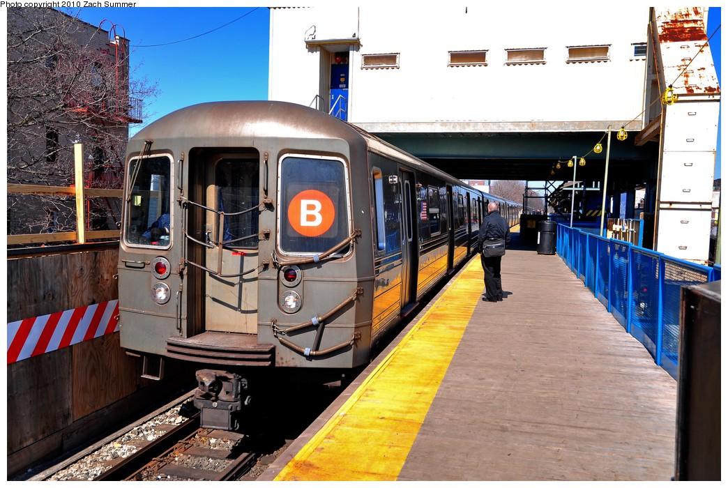 (251k, 1044x700)<br><b>Country:</b> United States<br><b>City:</b> New York<br><b>System:</b> New York City Transit<br><b>Line:</b> BMT Brighton Line<br><b>Location:</b> Kings Highway <br><b>Route:</b> B<br><b>Car:</b> R-68 (Westinghouse-Amrail, 1986-1988)  2784 <br><b>Photo by:</b> Zach Summer<br><b>Date:</b> 3/9/2010<br><b>Viewed (this week/total):</b> 3 / 1052