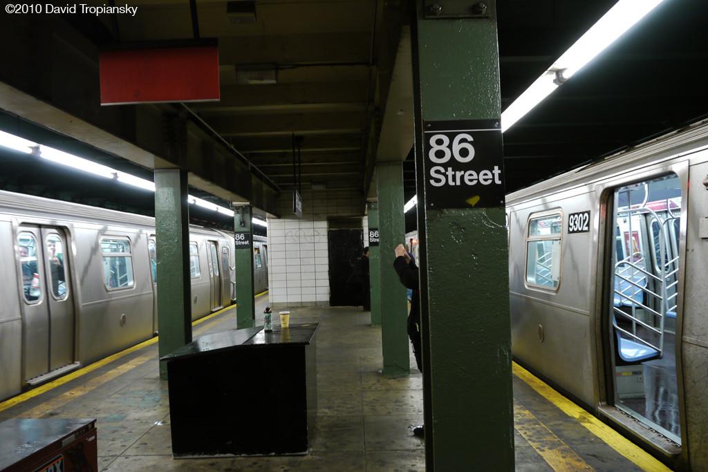 (216k, 1024x683)<br><b>Country:</b> United States<br><b>City:</b> New York<br><b>System:</b> New York City Transit<br><b>Line:</b> BMT 4th Avenue<br><b>Location:</b> 86th Street <br><b>Route:</b> R<br><b>Car:</b> R-160A (Option 1) (Alstom, 2008-2009, 5 car sets)   <br><b>Photo by:</b> David Tropiansky<br><b>Date:</b> 4/3/2010<br><b>Notes:</b> 86th Street with R160 R trains on each side.<br><b>Viewed (this week/total):</b> 0 / 2085