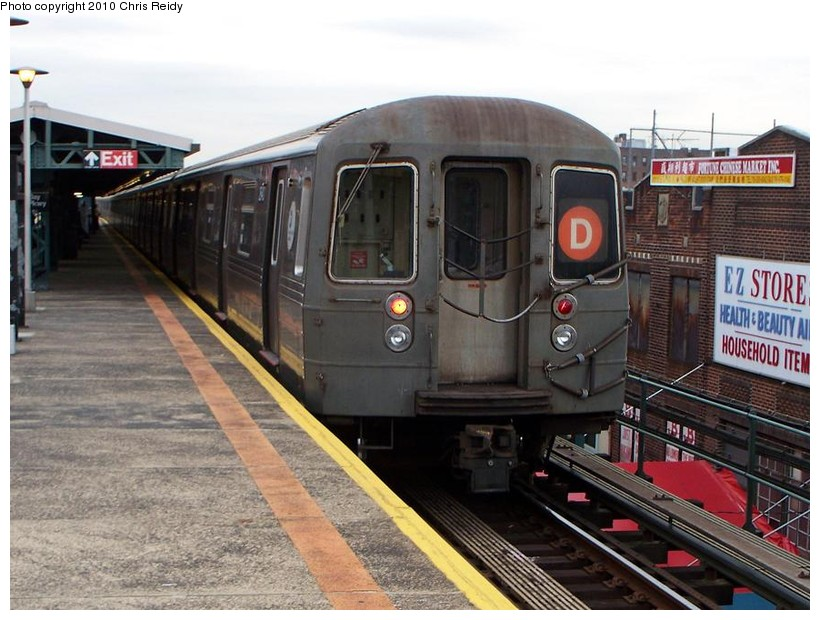 (151k, 820x620)<br><b>Country:</b> United States<br><b>City:</b> New York<br><b>System:</b> New York City Transit<br><b>Line:</b> BMT West End Line<br><b>Location:</b> Bay Parkway <br><b>Route:</b> D<br><b>Car:</b> R-68 (Westinghouse-Amrail, 1986-1988)  2620 <br><b>Photo by:</b> Chris Reidy<br><b>Date:</b> 10/12/2009<br><b>Viewed (this week/total):</b> 0 / 916