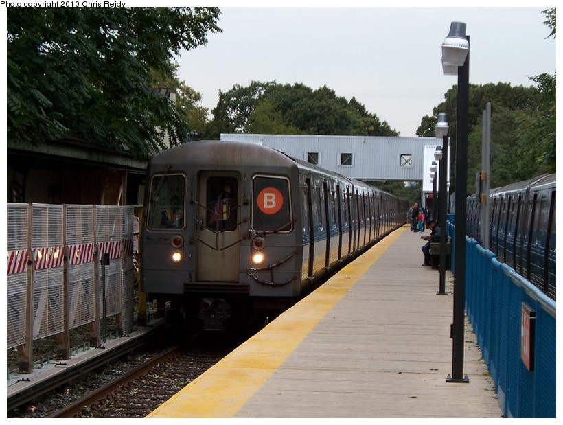(155k, 820x619)<br><b>Country:</b> United States<br><b>City:</b> New York<br><b>System:</b> New York City Transit<br><b>Line:</b> BMT Brighton Line<br><b>Location:</b> Avenue J <br><b>Route:</b> B<br><b>Car:</b> R-68A (Kawasaki, 1988-1989)  5092 <br><b>Photo by:</b> Chris Reidy<br><b>Date:</b> 10/12/2009<br><b>Viewed (this week/total):</b> 0 / 1050