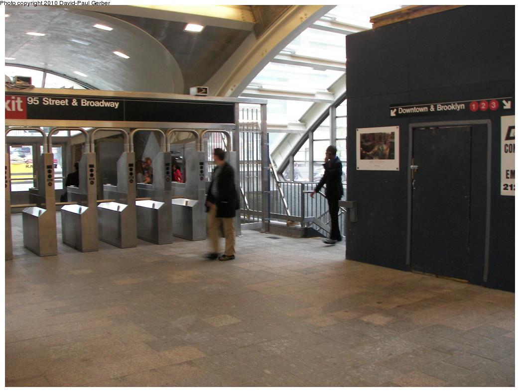 (240k, 1044x788)<br><b>Country:</b> United States<br><b>City:</b> New York<br><b>System:</b> New York City Transit<br><b>Line:</b> IRT West Side Line<br><b>Location:</b> 96th Street <br><b>Photo by:</b> David-Paul Gerber<br><b>Date:</b> 4/6/2010<br><b>Notes:</b> New 96th St. headhouse opened April 5, 2010.<br><b>Viewed (this week/total):</b> 0 / 1247