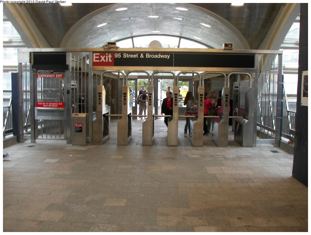 (258k, 1044x788)<br><b>Country:</b> United States<br><b>City:</b> New York<br><b>System:</b> New York City Transit<br><b>Line:</b> IRT West Side Line<br><b>Location:</b> 96th Street <br><b>Photo by:</b> David-Paul Gerber<br><b>Date:</b> 4/6/2010<br><b>Notes:</b> New 96th St. headhouse opened April 5, 2010.<br><b>Viewed (this week/total):</b> 0 / 1439