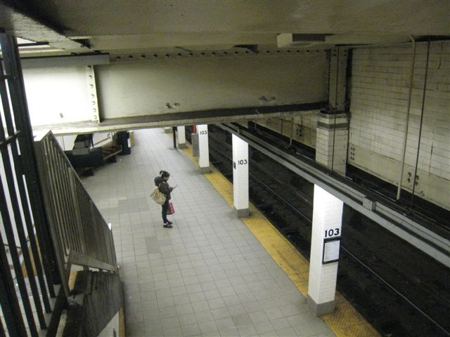 (56k, 640x480)<br><b>Country:</b> United States<br><b>City:</b> New York<br><b>System:</b> New York City Transit<br><b>Line:</b> IRT West Side Line<br><b>Location:</b> 103rd Street <br><b>Photo by:</b> David Blair<br><b>Date:</b> 3/24/2009<br><b>Viewed (this week/total):</b> 0 / 1224