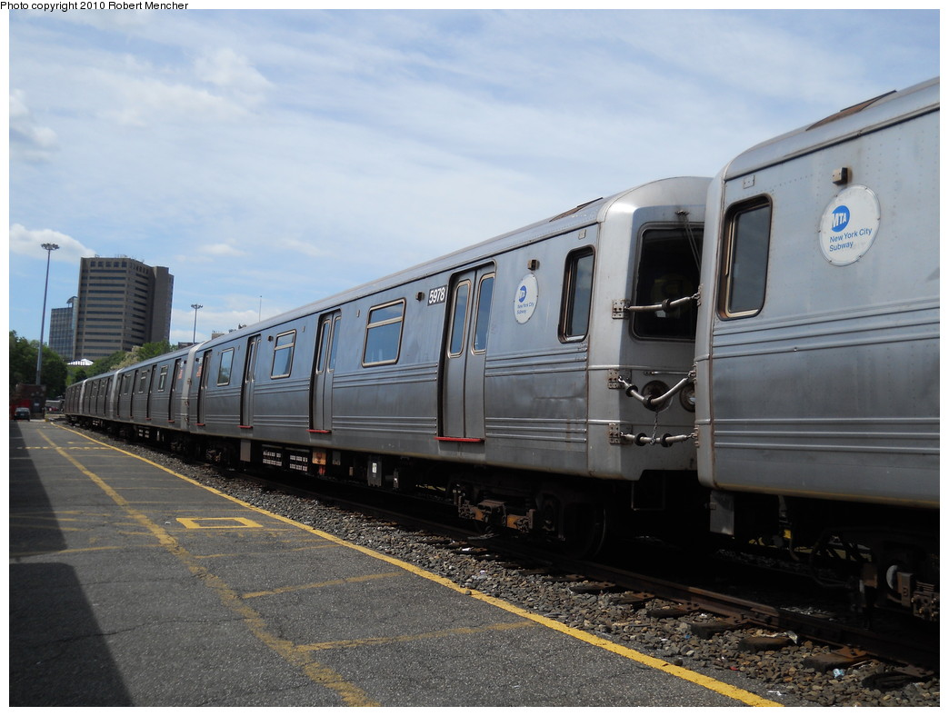 (250k, 1044x788)<br><b>Country:</b> United States<br><b>City:</b> New York<br><b>System:</b> New York City Transit<br><b>Location:</b> Jamaica Yard/Shops<br><b>Car:</b> R-46 (Pullman-Standard, 1974-75) 5978 <br><b>Photo by:</b> Robert Mencher<br><b>Date:</b> 5/15/2010<br><b>Viewed (this week/total):</b> 0 / 676
