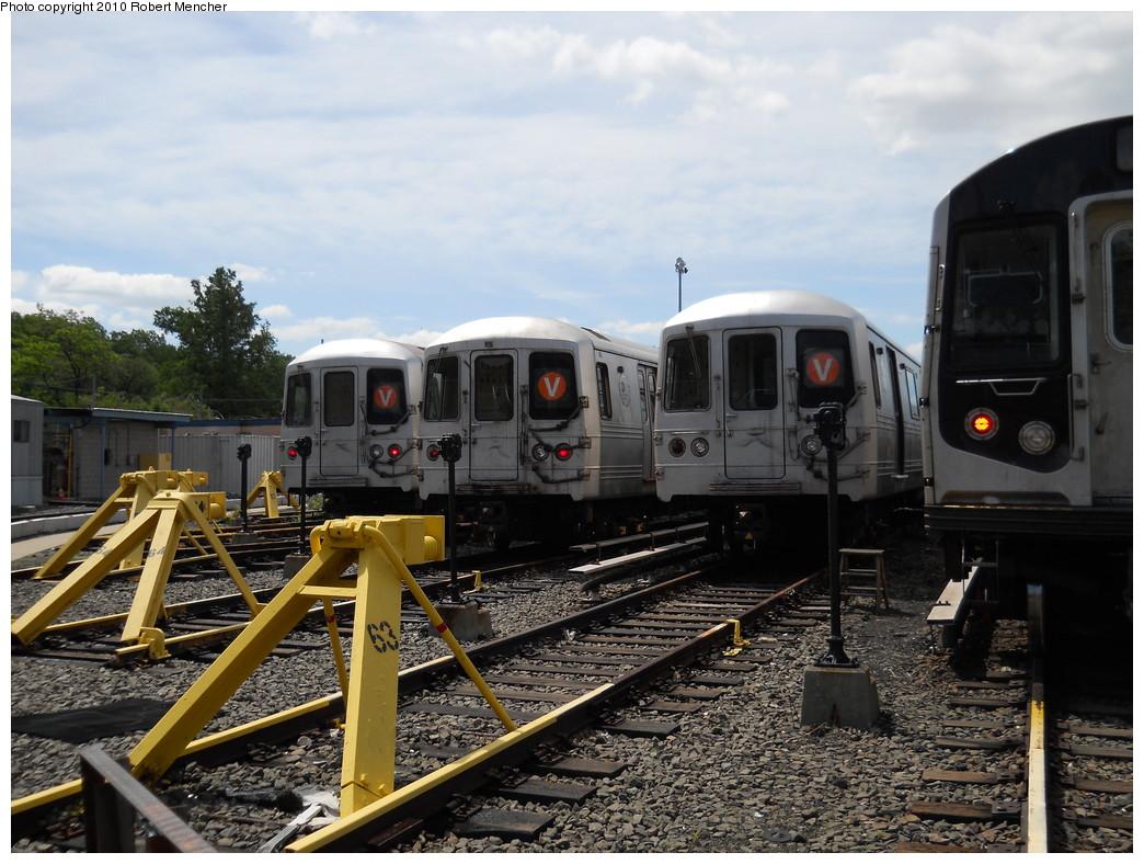 (291k, 1044x788)<br><b>Country:</b> United States<br><b>City:</b> New York<br><b>System:</b> New York City Transit<br><b>Location:</b> Jamaica Yard/Shops<br><b>Car:</b> R-46 (Pullman-Standard, 1974-75)  <br><b>Photo by:</b> Robert Mencher<br><b>Date:</b> 5/15/2010<br><b>Viewed (this week/total):</b> 1 / 1208