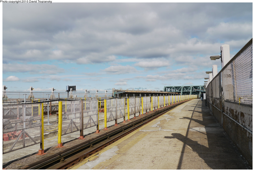 (243k, 1044x703)<br><b>Country:</b> United States<br><b>City:</b> New York<br><b>System:</b> New York City Transit<br><b>Line:</b> IND Crosstown Line<br><b>Location:</b> Smith/9th Street <br><b>Photo by:</b> David Tropiansky<br><b>Date:</b> 4/18/2010<br><b>Notes:</b> Viaduct reconstruction.<br><b>Viewed (this week/total):</b> 1 / 1154