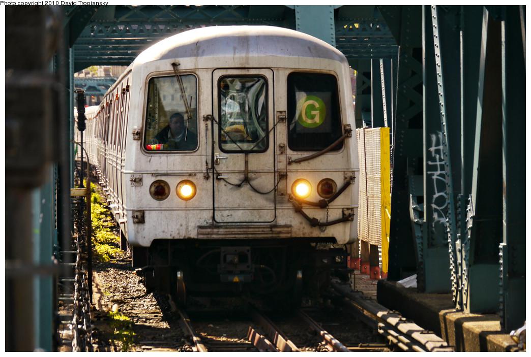 (272k, 1044x703)<br><b>Country:</b> United States<br><b>City:</b> New York<br><b>System:</b> New York City Transit<br><b>Line:</b> IND Crosstown Line<br><b>Location:</b> Smith/9th Street <br><b>Route:</b> G<br><b>Car:</b> R-46 (Pullman-Standard, 1974-75)  <br><b>Photo by:</b> David Tropiansky<br><b>Date:</b> 4/18/2010<br><b>Viewed (this week/total):</b> 5 / 1476