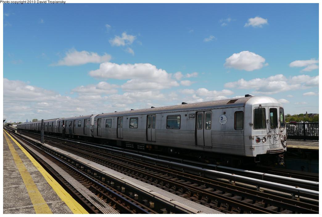 (222k, 1044x703)<br><b>Country:</b> United States<br><b>City:</b> New York<br><b>System:</b> New York City Transit<br><b>Line:</b> BMT Culver Line<br><b>Location:</b> Bay Parkway (22nd Avenue) <br><b>Route:</b> G<br><b>Car:</b> R-46 (Pullman-Standard, 1974-75) 5634 <br><b>Photo by:</b> David Tropiansky<br><b>Date:</b> 4/18/2010<br><b>Viewed (this week/total):</b> 1 / 741