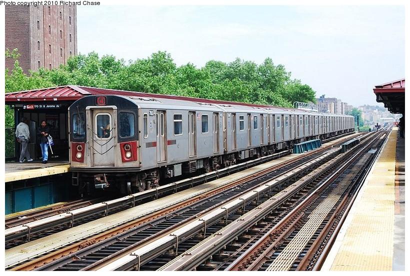 (180k, 820x552)<br><b>Country:</b> United States<br><b>City:</b> New York<br><b>System:</b> New York City Transit<br><b>Line:</b> IRT Woodlawn Line<br><b>Location:</b> 170th Street <br><b>Route:</b> 4<br><b>Car:</b> R-142 or R-142A (Number Unknown)  <br><b>Photo by:</b> Richard Chase<br><b>Date:</b> 5/8/2010<br><b>Viewed (this week/total):</b> 0 / 973