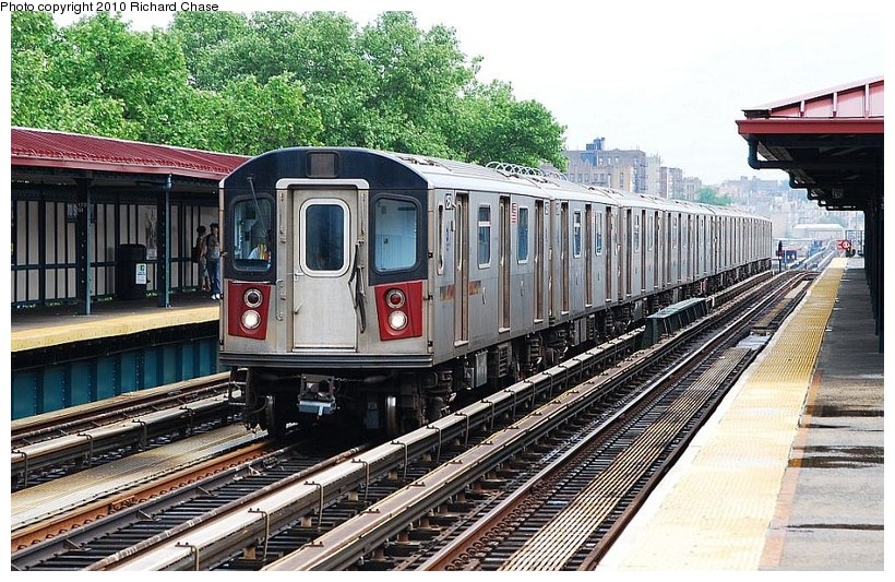 (181k, 820x533)<br><b>Country:</b> United States<br><b>City:</b> New York<br><b>System:</b> New York City Transit<br><b>Line:</b> IRT Woodlawn Line<br><b>Location:</b> 170th Street <br><b>Route:</b> 4<br><b>Car:</b> R-142 or R-142A (Number Unknown)  <br><b>Photo by:</b> Richard Chase<br><b>Date:</b> 5/8/2010<br><b>Viewed (this week/total):</b> 0 / 1170