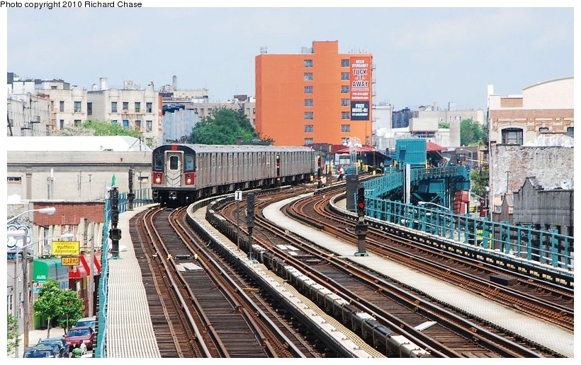 (165k, 820x516)<br><b>Country:</b> United States<br><b>City:</b> New York<br><b>System:</b> New York City Transit<br><b>Line:</b> IRT Woodlawn Line<br><b>Location:</b> 176th Street <br><b>Route:</b> 4<br><b>Car:</b> R-142 or R-142A (Number Unknown)  <br><b>Photo by:</b> Richard Chase<br><b>Date:</b> 5/8/2010<br><b>Viewed (this week/total):</b> 6 / 1496
