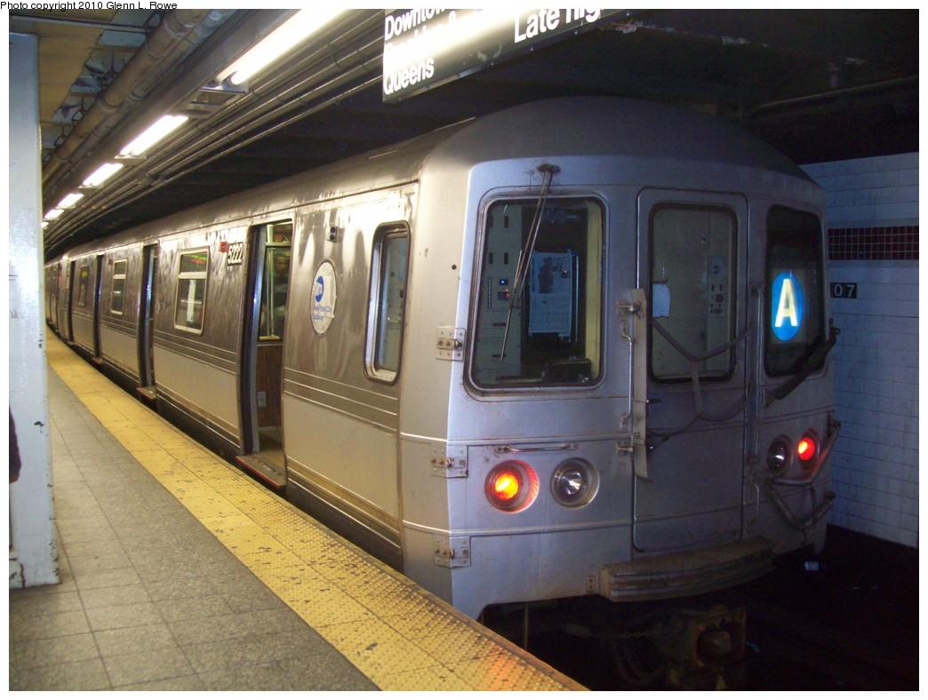 (205k, 1044x788)<br><b>Country:</b> United States<br><b>City:</b> New York<br><b>System:</b> New York City Transit<br><b>Line:</b> IND 8th Avenue Line<br><b>Location:</b> 207th Street <br><b>Route:</b> A<br><b>Car:</b> R-44 (St. Louis, 1971-73) 5222 <br><b>Photo by:</b> Glenn L. Rowe<br><b>Date:</b> 4/30/2010<br><b>Viewed (this week/total):</b> 2 / 889