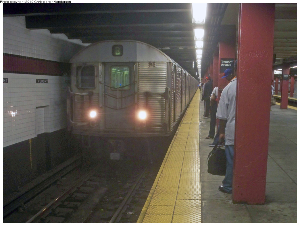 (216k, 1044x788)<br><b>Country:</b> United States<br><b>City:</b> New York<br><b>System:</b> New York City Transit<br><b>Line:</b> IND Concourse Line<br><b>Location:</b> Tremont Avenue <br><b>Route:</b> B<br><b>Car:</b> R-32 (Budd, 1964)  3611 <br><b>Photo by:</b> Christopher Henderson<br><b>Date:</b> 6/2/2010<br><b>Viewed (this week/total):</b> 2 / 2120