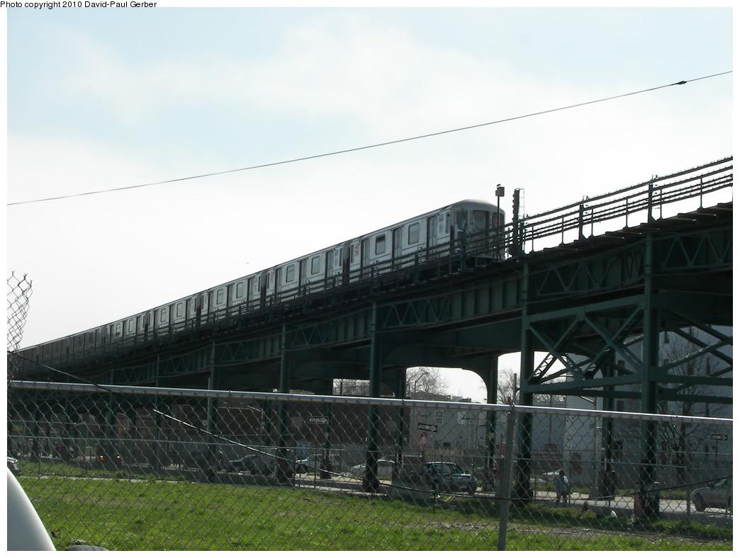 (233k, 1044x788)<br><b>Country:</b> United States<br><b>City:</b> New York<br><b>System:</b> New York City Transit<br><b>Line:</b> IRT Brooklyn Line<br><b>Location:</b> Pennsylvania Avenue <br><b>Route:</b> 3<br><b>Car:</b> R-62 (Kawasaki, 1983-1985)   <br><b>Photo by:</b> David-Paul Gerber<br><b>Date:</b> 4/3/2010<br><b>Notes:</b> On Snediker Ave and Livonia Ave. Manhattan-bound 3 train.<br><b>Viewed (this week/total):</b> 3 / 1563