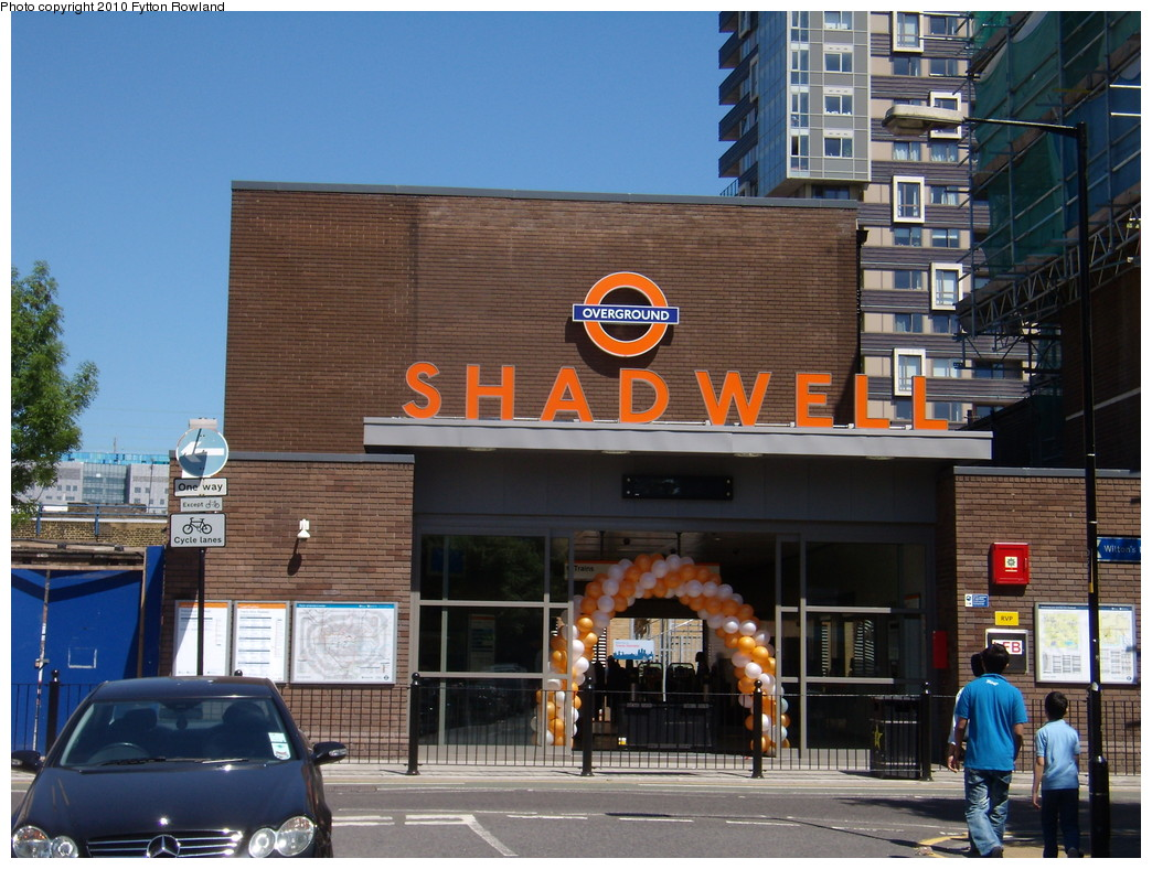 (246k, 1044x788)<br><b>Country:</b> United Kingdom<br><b>City:</b> London<br><b>System:</b> London Overground<br><b>Line:</b> East London<br><b>Location:</b> Shadwell <br><b>Photo by:</b> Fytton Rowland<br><b>Date:</b> 5/23/2010<br><b>Notes:</b> Shadwell station, Cable Street entrance<br><b>Viewed (this week/total):</b> 1 / 744