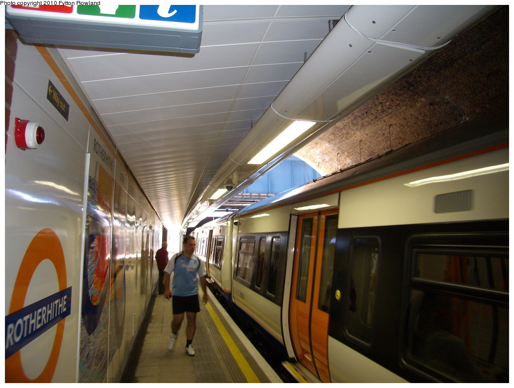 (192k, 1044x788)<br><b>Country:</b> United Kingdom<br><b>City:</b> London<br><b>System:</b> London Overground<br><b>Line:</b> East London<br><b>Location:</b> Rotherhithe <br><b>Photo by:</b> Fytton Rowland<br><b>Date:</b> 5/23/2010<br><b>Notes:</b> Class 378/2 train in the southbound platform at Rotherhithe<br><b>Viewed (this week/total):</b> 0 / 852