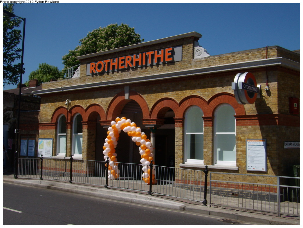 (234k, 1044x788)<br><b>Country:</b> United Kingdom<br><b>City:</b> London<br><b>System:</b> London Overground<br><b>Line:</b> East London<br><b>Location:</b> Rotherhithe <br><b>Photo by:</b> Fytton Rowland<br><b>Date:</b> 5/23/2010<br><b>Notes:</b> Rotherhithe station<br><b>Viewed (this week/total):</b> 1 / 596