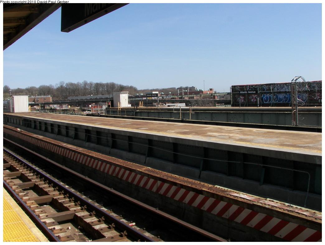 (247k, 1044x788)<br><b>Country:</b> United States<br><b>City:</b> New York<br><b>System:</b> New York City Transit<br><b>Line:</b> BMT Canarsie Line<br><b>Location:</b> Atlantic Avenue <br><b>Photo by:</b> David-Paul Gerber<br><b>Date:</b> 4/3/2010<br><b>Notes:</b> View of the two abandoned platforms.<br><b>Viewed (this week/total):</b> 0 / 1267