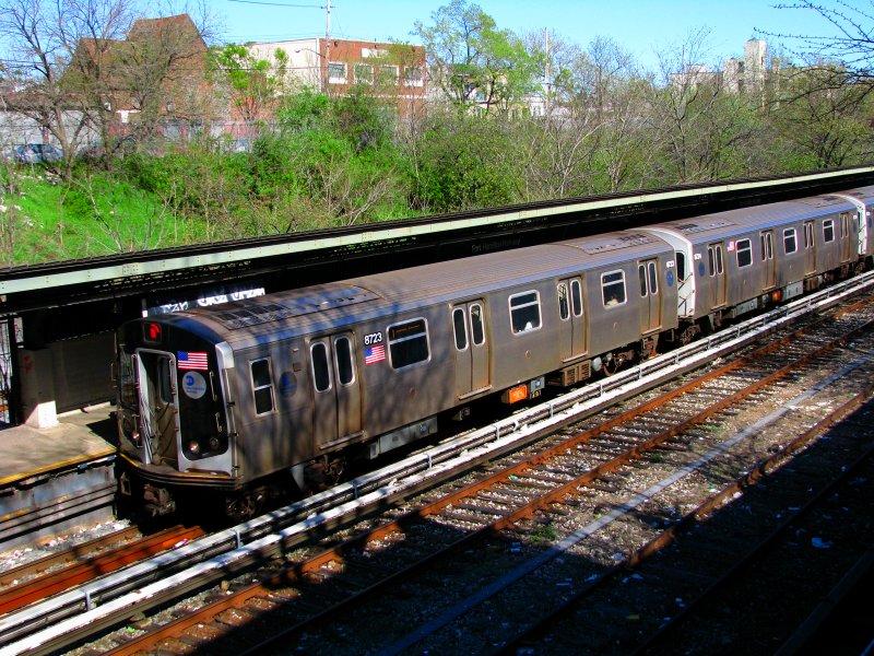 (177k, 800x600)<br><b>Country:</b> United States<br><b>City:</b> New York<br><b>System:</b> New York City Transit<br><b>Line:</b> BMT Sea Beach Line<br><b>Location:</b> Fort Hamilton Parkway <br><b>Route:</b> N<br><b>Car:</b> R-160B (Kawasaki, 2005-2008)  8723 <br><b>Photo by:</b> Bill E.<br><b>Date:</b> 4/10/2010<br><b>Viewed (this week/total):</b> 0 / 1052