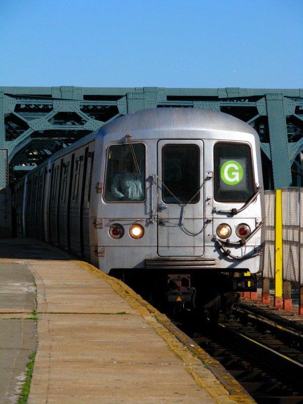 (99k, 600x800)<br><b>Country:</b> United States<br><b>City:</b> New York<br><b>System:</b> New York City Transit<br><b>Line:</b> IND Crosstown Line<br><b>Location:</b> Smith/9th Street <br><b>Route:</b> G<br><b>Car:</b> R-46 (Pullman-Standard, 1974-75) 5916 <br><b>Photo by:</b> Bill E.<br><b>Date:</b> 4/10/2010<br><b>Viewed (this week/total):</b> 2 / 919