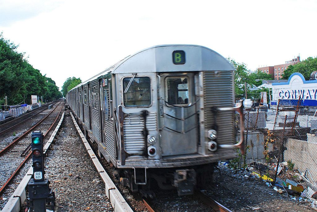 (199k, 1024x686)<br><b>Country:</b> United States<br><b>City:</b> New York<br><b>System:</b> New York City Transit<br><b>Line:</b> BMT Brighton Line<br><b>Location:</b> Kings Highway <br><b>Route:</b> B<br><b>Car:</b> R-32 (Budd, 1964)   <br><b>Photo by:</b> Richard Chase<br><b>Date:</b> 6/7/2010<br><b>Viewed (this week/total):</b> 3 / 1690