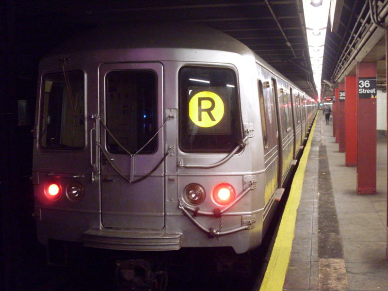 (63k, 800x600)<br><b>Country:</b> United States<br><b>City:</b> New York<br><b>System:</b> New York City Transit<br><b>Line:</b> IND Queens Boulevard Line<br><b>Location:</b> 36th Street <br><b>Route:</b> R<br><b>Car:</b> R-46 (Pullman-Standard, 1974-75)  <br><b>Photo by:</b> Anthony Modesto<br><b>Date:</b> 8/31/2009<br><b>Viewed (this week/total):</b> 1 / 1274