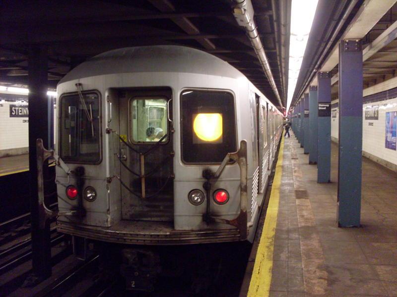 (69k, 800x600)<br><b>Country:</b> United States<br><b>City:</b> New York<br><b>System:</b> New York City Transit<br><b>Line:</b> IND Queens Boulevard Line<br><b>Location:</b> Steinway Street <br><b>Route:</b> V<br><b>Car:</b> R-42 (St. Louis, 1969-1970)  4656 <br><b>Photo by:</b> Anthony Modesto<br><b>Date:</b> 8/31/2009<br><b>Viewed (this week/total):</b> 1 / 1254