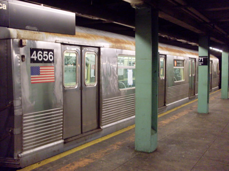 (68k, 800x600)<br><b>Country:</b> United States<br><b>City:</b> New York<br><b>System:</b> New York City Transit<br><b>Line:</b> IND Queens Boulevard Line<br><b>Location:</b> 71st/Continental Aves./Forest Hills <br><b>Route:</b> V<br><b>Car:</b> R-42 (St. Louis, 1969-1970)  4656 <br><b>Photo by:</b> Anthony Modesto<br><b>Date:</b> 8/31/2009<br><b>Viewed (this week/total):</b> 2 / 1129