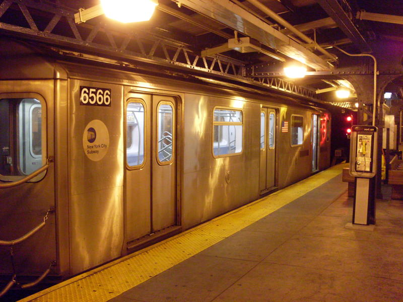 (84k, 800x600)<br><b>Country:</b> United States<br><b>City:</b> New York<br><b>System:</b> New York City Transit<br><b>Line:</b> IRT White Plains Road Line<br><b>Location:</b> 241st Street <br><b>Route:</b> 2<br><b>Car:</b> R-142 (Primary Order, Bombardier, 1999-2002)  6566 <br><b>Photo by:</b> Anthony Modesto<br><b>Date:</b> 8/31/2009<br><b>Viewed (this week/total):</b> 6 / 1524