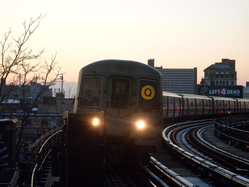 (59k, 800x600)<br><b>Country:</b> United States<br><b>City:</b> New York<br><b>System:</b> New York City Transit<br><b>Line:</b> BMT Brighton Line<br><b>Location:</b> West 8th Street <br><b>Route:</b> Q<br><b>Car:</b> R-68A (Kawasaki, 1988-1989)   <br><b>Photo by:</b> Anthony Modesto<br><b>Date:</b> 12/22/2008<br><b>Viewed (this week/total):</b> 0 / 847