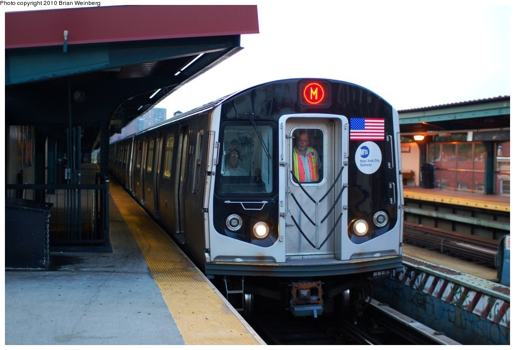 (210k, 1044x709)<br><b>Country:</b> United States<br><b>City:</b> New York<br><b>System:</b> New York City Transit<br><b>Line:</b> BMT Nassau Street/Jamaica Line<br><b>Location:</b> Hewes Street <br><b>Route:</b> M<br><b>Car:</b> R-160A-1 (Alstom, 2005-2008, 4 car sets)  8529 <br><b>Photo by:</b> Brian Weinberg<br><b>Date:</b> 6/28/2010<br><b>Notes:</b> This was the first Orange (M) through the Chrystie Street Connection.<br><b>Viewed (this week/total):</b> 1 / 904
