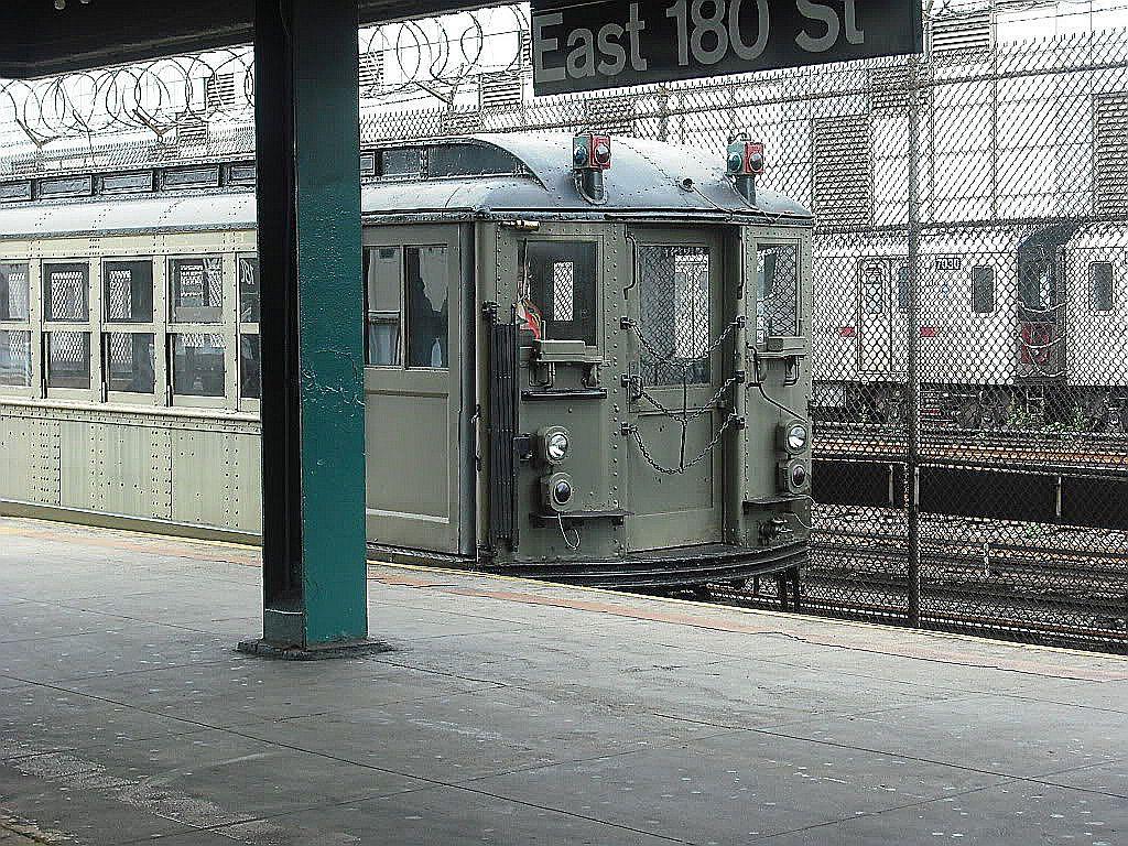 (278k, 1024x768)<br><b>Country:</b> United States<br><b>City:</b> New York<br><b>System:</b> New York City Transit<br><b>Line:</b> IRT White Plains Road Line<br><b>Location:</b> East 180th Street <br><b>Car:</b> Low-V (Museum Train)  <br><b>Photo by:</b> Alize Jarrett<br><b>Date:</b> 10/12/2009<br><b>Viewed (this week/total):</b> 1 / 1235