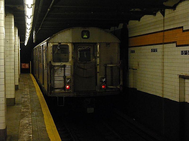 (80k, 800x600)<br><b>Country:</b> United States<br><b>City:</b> New York<br><b>System:</b> New York City Transit<br><b>Line:</b> IND Crosstown Line<br><b>Location:</b> 15th Street/Prospect Park <br><b>Car:</b> R-32 (Budd, 1964)   <br><b>Photo by:</b> Alize Jarrett<br><b>Date:</b> 10/12/2009<br><b>Viewed (this week/total):</b> 2 / 1305