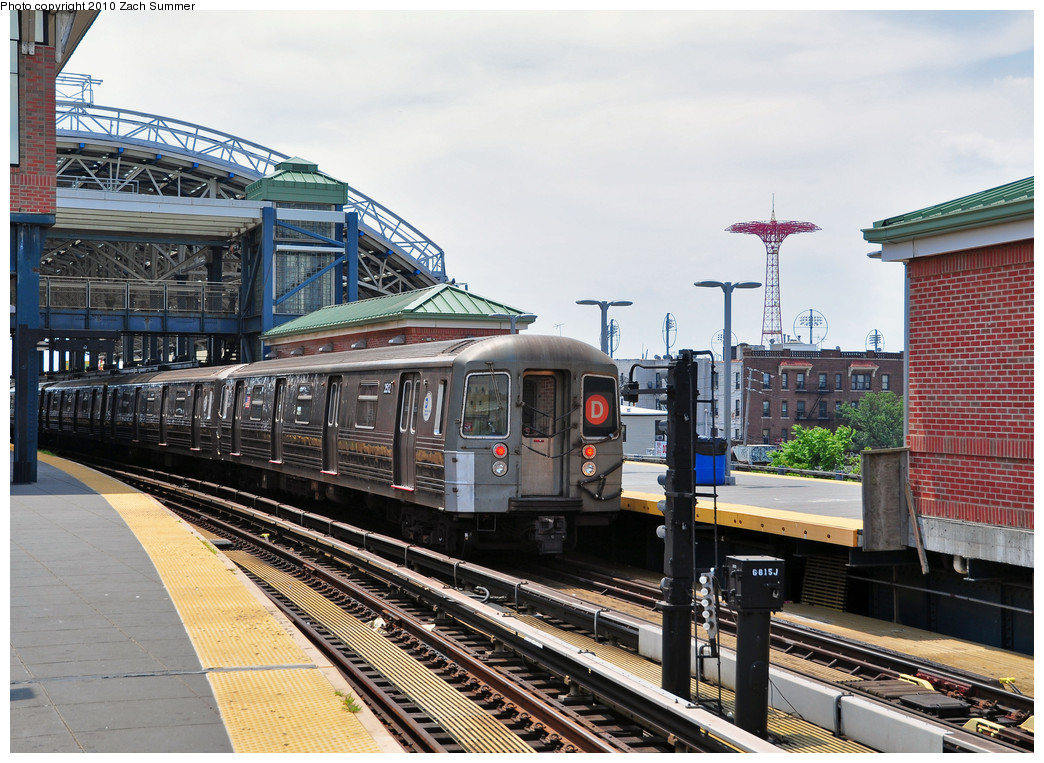 (312k, 1044x763)<br><b>Country:</b> United States<br><b>City:</b> New York<br><b>System:</b> New York City Transit<br><b>Location:</b> Coney Island/Stillwell Avenue<br><b>Route:</b> D<br><b>Car:</b> R-68 (Westinghouse-Amrail, 1986-1988)  2512 <br><b>Photo by:</b> Zach Summer<br><b>Date:</b> 6/23/2010<br><b>Viewed (this week/total):</b> 1 / 1235
