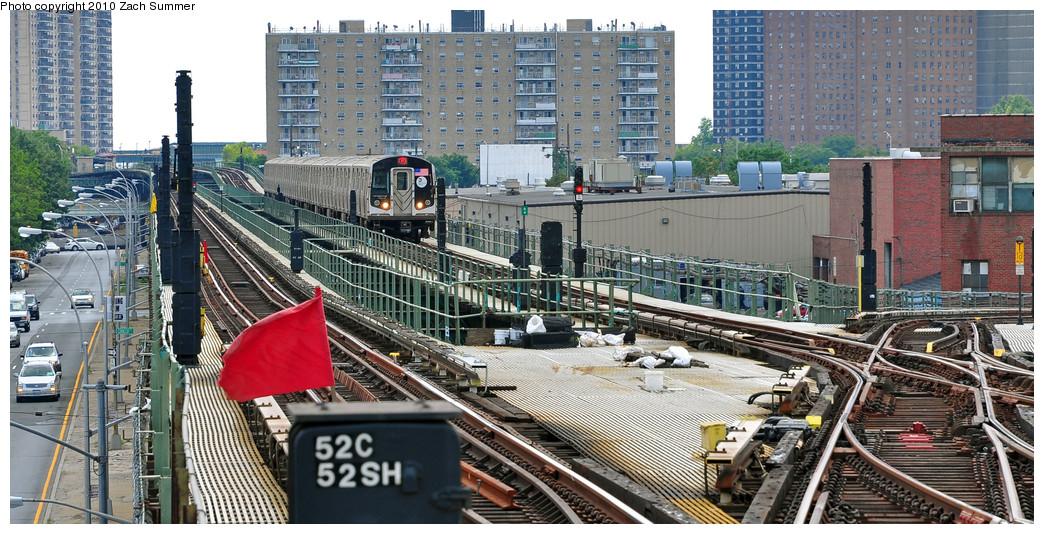 (294k, 1044x534)<br><b>Country:</b> United States<br><b>City:</b> New York<br><b>System:</b> New York City Transit<br><b>Line:</b> BMT Culver Line<br><b>Location:</b> Avenue X <br><b>Route:</b> F<br><b>Car:</b> R-160A (Option 1) (Alstom, 2008-2009, 5 car sets)  9252 <br><b>Photo by:</b> Zach Summer<br><b>Date:</b> 6/23/2010<br><b>Notes:</b> G.O. F-Shuttle Wrong-Railing into Avenue X<br><b>Viewed (this week/total):</b> 3 / 1925