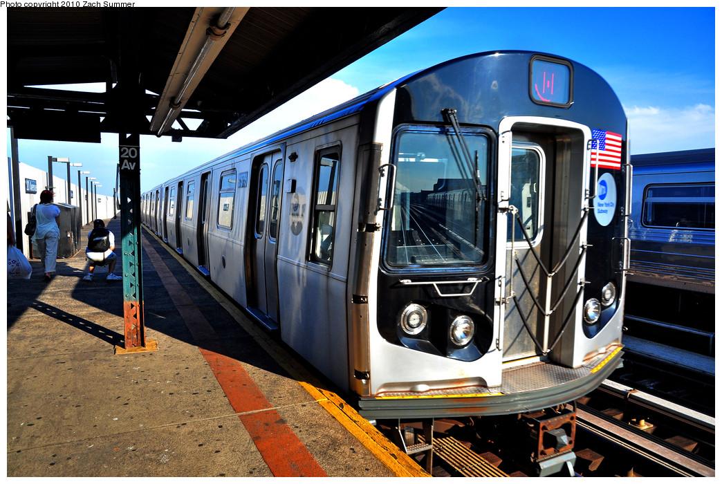 (321k, 1044x700)<br><b>Country:</b> United States<br><b>City:</b> New York<br><b>System:</b> New York City Transit<br><b>Line:</b> BMT West End Line<br><b>Location:</b> 20th Avenue <br><b>Route:</b> M<br><b>Car:</b> R-160A-1 (Alstom, 2005-2008, 4 car sets)  8576 <br><b>Photo by:</b> Zach Summer<br><b>Date:</b> 6/24/2010<br><b>Viewed (this week/total):</b> 0 / 1083